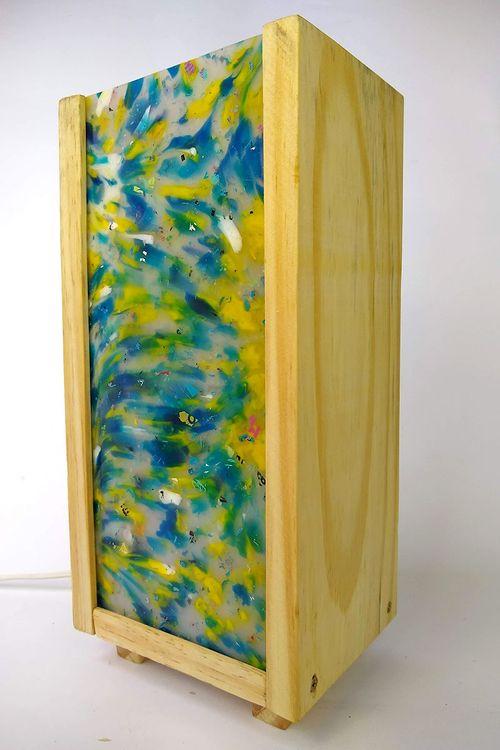 Luminária Peri com plástico 100% reciclado - Amarelo / Azul