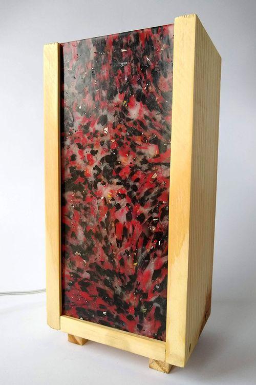 Luminária Peri com plástico 100% reciclado - Preto / Vermelho